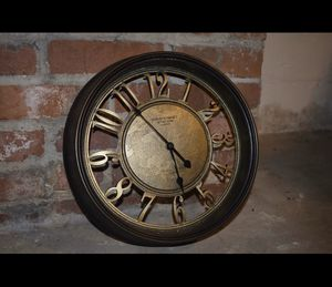 VINTAGE ANTIQUE CLOCK WORKS PERFECT for Sale in College Park, MD