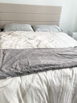 Queen Bed Like New With Storage for Sale in Los Angeles,  CA
