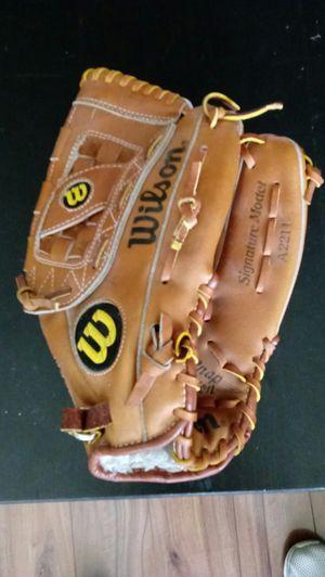 Wilson left handed baseball glove for Sale in Scottsdale, AZ