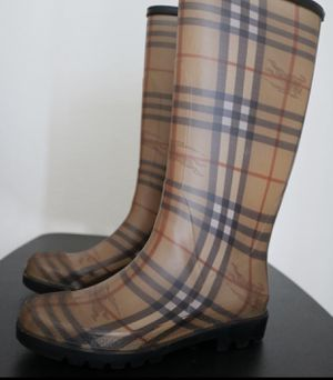 BURBERRY WOMENS RAINBOOTS for Sale in Raleigh, NC