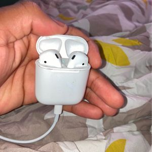 Air Pod Second Generation comes with Charger for Sale in Brooklyn, NY