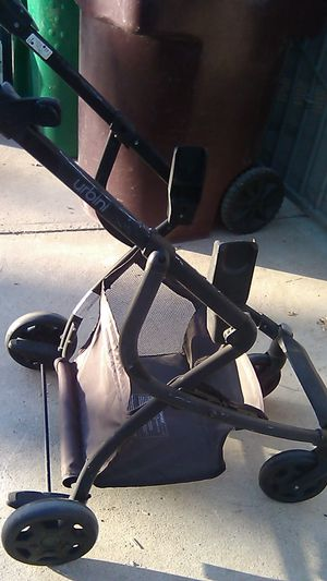Urbini infant stroller frame FREE for Sale in Norco, CA