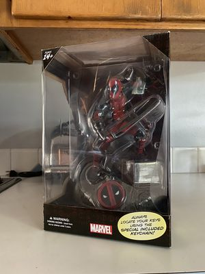 MARVEL Deadpool Finders Keypers Statue for Sale in Beaverton, OR