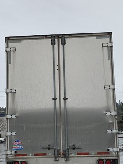 Utility trailer 2010 air ride dry van 53ft for Sale in Kent,  WA