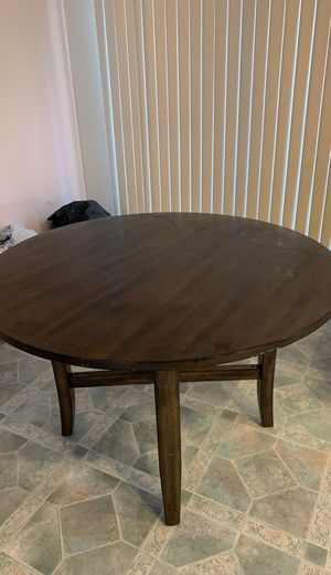 Used kitchen Round table for Sale in Hayward, CA