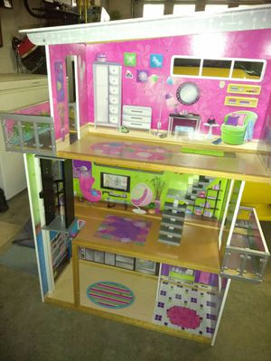 HUGE DOLL HOUSE FOR SALE for Sale in Vacaville, CA