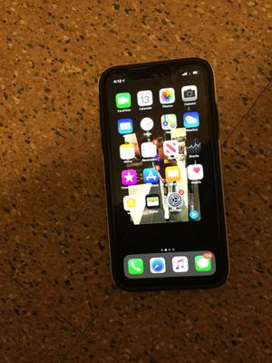 iPhone XR (CORAL) 64g for Sale in Baltimore, MD