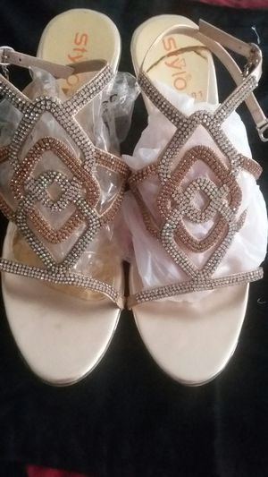 Golden sandal with white zircone stone sizes 9.5 cm for Sale in Moreno Valley, CA