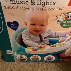 Baby Discovery Seat/booster for Sale in Salinas,  CA