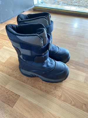 Little kid boy age 6-7 snow boots size 12 for Sale in Torrance, CA