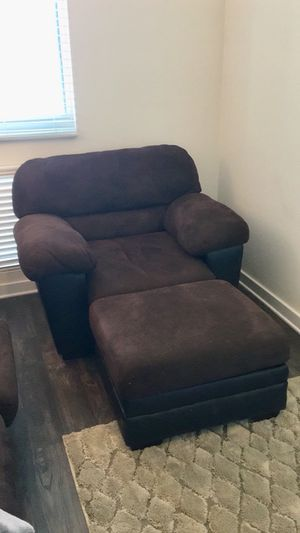 Brown relaxing chair for Sale in Nashville, TN