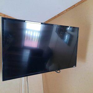 Vizio TV 32 inches for Sale in Arlington, TX