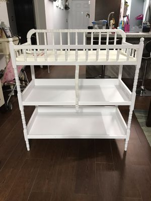 Changing table for babies wood white for Sale in Fort Lauderdale, FL