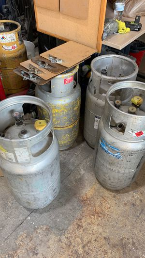 Used forklift fork lift tanks 7 in total some metal some aluminum for Sale in Miami, FL