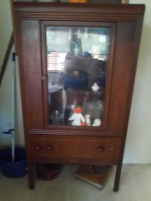 Antique wooden china cabinet/hutch $90 obo for Sale in Nashville, TN