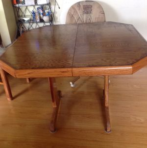 Kitchen or dinning table with comfortable chairs for Sale in Columbus, OH