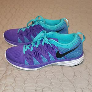 WOMAN'S NIKE SIZE 7.5 IN EXCELLENT CONDITION for Sale in El Paso, TX