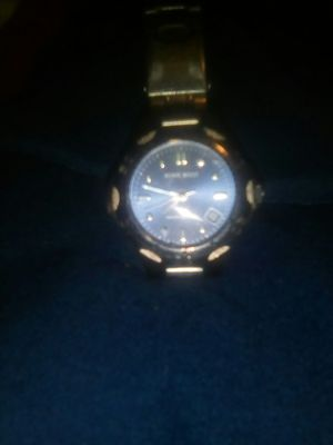 I have a very nice ladies watch a Nine West watch in great condition. for Sale in Albuquerque, NM