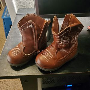 Baby Girls Size 3 boots. for Sale in Tempe, AZ