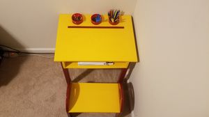 Small kid's desk for Sale in Douglasville, GA