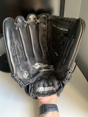 Mizuno 12.5 inches lefty baseball glove. for Sale in Jersey City, NJ