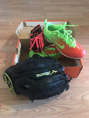 Youth girls softball set, fast Pitch glove, batting gloves, Nike Cleats, all new for Sale in Strongsville, OH