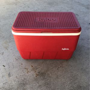 Igloo Cooler for Sale in Lakewood, CA