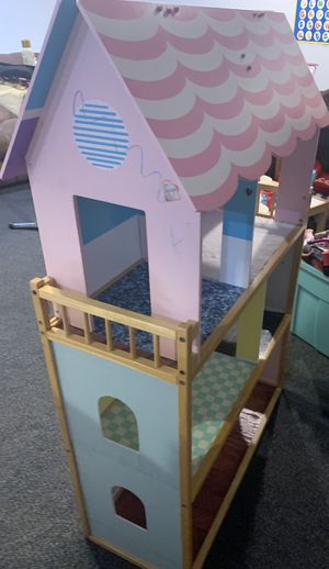 Dollhouse 3feet tall for Sale in Burtonsville, MD