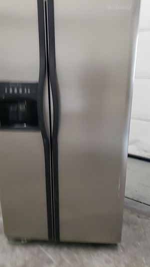 (Used) SideBySide Frigidaire for Sale in Cleveland, OH