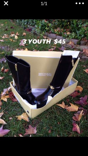 Mk boots size 3 youth (big girls) for Sale in Bakersfield, CA