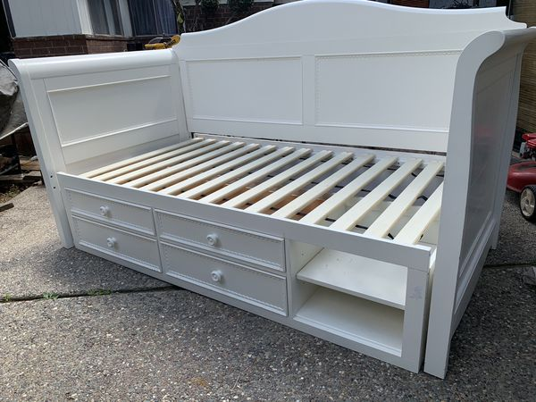 Lea hannah twin daybed with storage