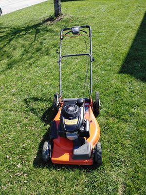 Husqvarna self-propelled lawn mower 22in for Sale in Raymore, MO