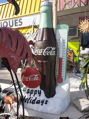 Cool large lighted happy holidays come statue for Sale in Dunedin, FL