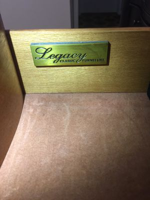 Legacy queen bedroom for Sale in Seattle, WA
