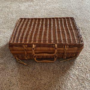‼️Wicker Picnic Basket‼️ for Sale in Edgar, WI