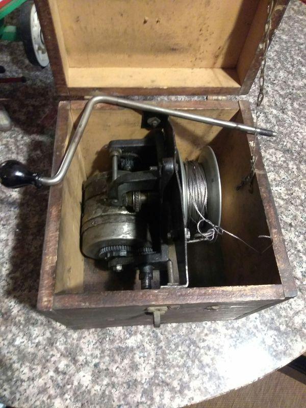 Antique Vintage Portable Trolling Fishing Chugging Line Custom Wood Box Fishing Equipment