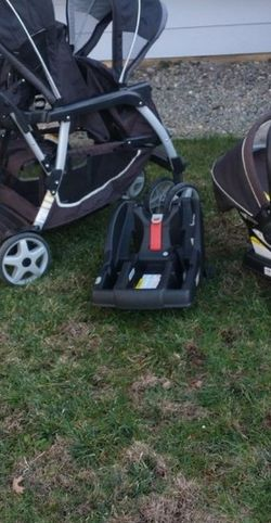Graco Double Stroller And Car Seat With Extra Base for Sale in Salinas,  CA