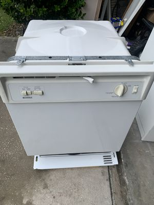Kenmore dishwasher. Very good condition. And works very well for Sale in Lakeland, FL