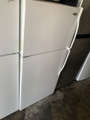 Whirlpool top freezer refrigerator for Sale in Buena Park, CA