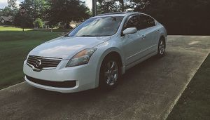 luxurious nissan altima 2008 white for Sale in Tampa, FL