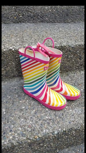Kids / girl rain boots / shoes size 4 youth( for big girl) in great condition for Sale in Everett, WA