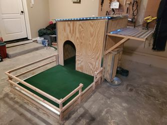 EXTRA LARGE HEAVY DUTY DOG HOUSE for Sale in San Angelo,  TX