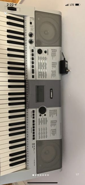 Yamaha Keyboard with Stand for Sale in North Miami Beach, FL