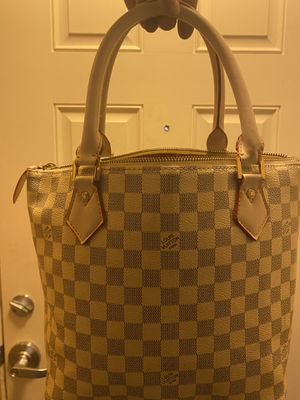 Louis Vuitton Damier Hand Bag for Sale in Seattle, WA