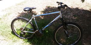 GIANT Boulder bike Mountain bike for Sale in San Leandro, CA