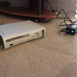 Xbox 360. with 10 awesome games. works great. for Sale in Seattle,  WA