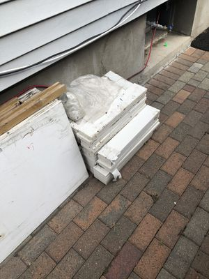 Marble and wood for free for Sale in Hartford, CT