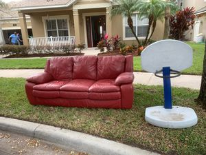 Free couch and hoop for Sale in Windermere, FL