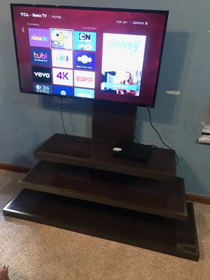 Tv smart With base and remote control. for Sale in Charlotte, NC