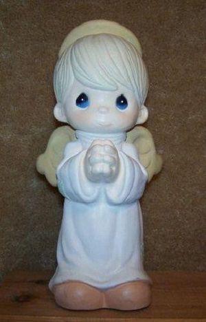 RAREPRECIOUS MOMENTS BOY ANGEL STATUE1998GARDEN COLLECTION BY SAM BUTCHER for Sale in Pasadena, TX